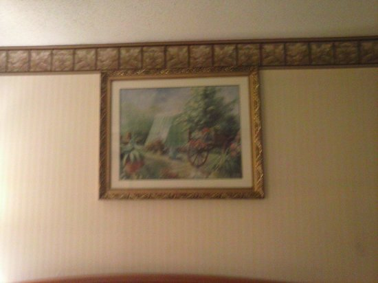 Quality Inn & Suites: 80s-90s style wallpaper and pictures