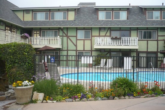 Svendsgaard's Lodge - Americas Best Value Inn: The outdoor pool