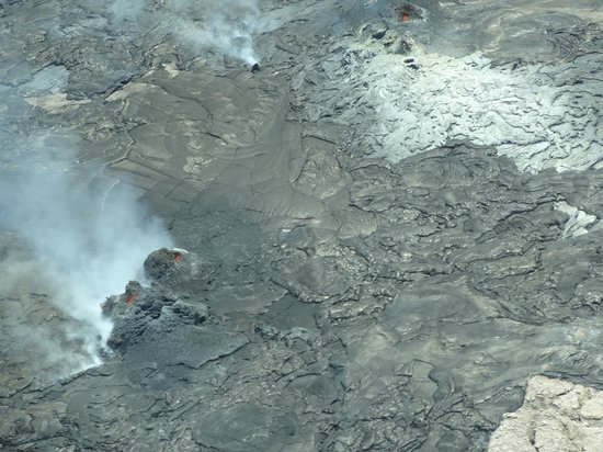 Big Island Air: rare sight of lava from the plane