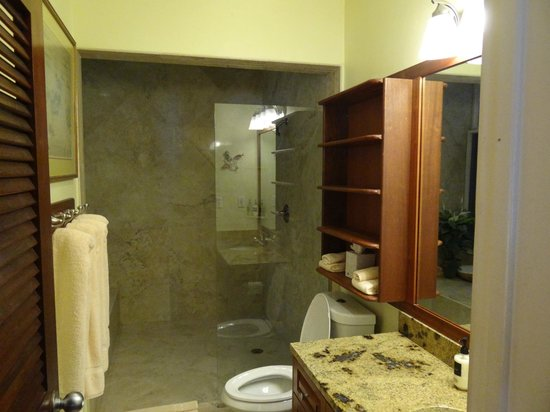 Gallows Point Resort: 12b bath