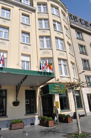 Hotel a la Grande Cloche: Front of the hotel