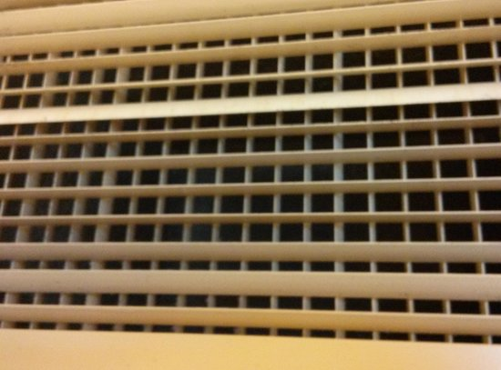 Hilton Stamford Hotel & Executive Meeting Center: Dirty air vent