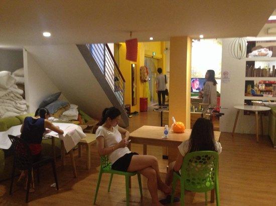 Lazy Gaga Hostel: Recreational corner