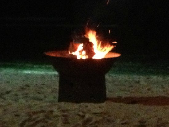 Eratap Beach Resort : Fire pit on the beach at night during dinner