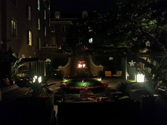 W New Orleans - French Quarter: the courtyard....very relaxing and beautiful