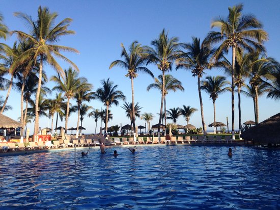 Holiday Inn Resort Los Cabos All-Inclusive: Poolside