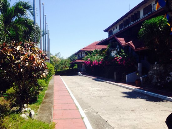 Corregidor Inn: Entrance