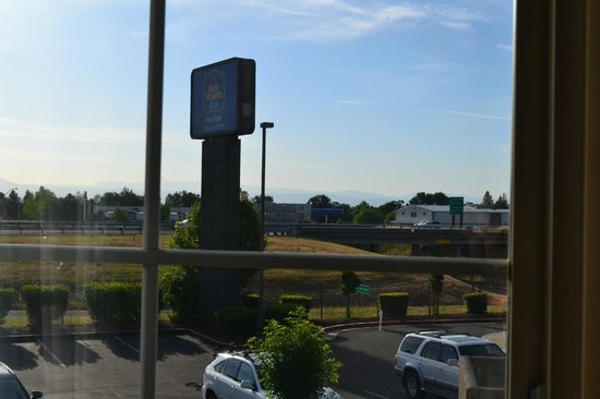 Best Western Plus Twin View Inn & Suites: Right off the freeway