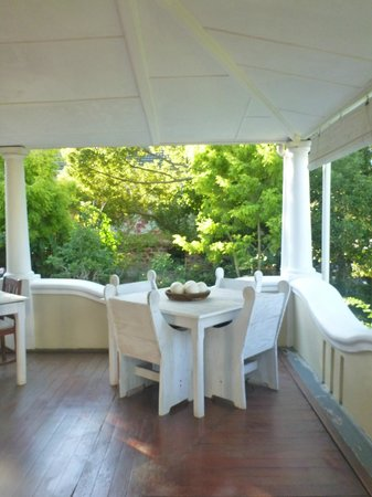 Braeside Guest House: breakfast overlooking the gardens