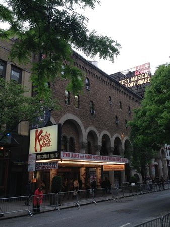 Kinky Boots on Broadway: Fachada do Teatro