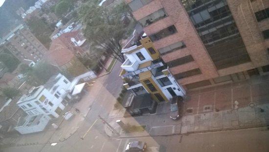 NH Bogota Metrotel Royal: Left side of the hall