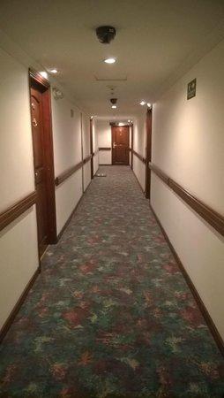 NH Bogota Metrotel Royal: Path to the room