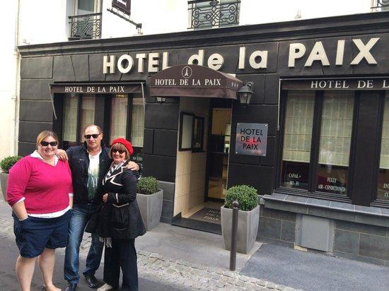 Hotel de la Paix Tour Eiffel: Front entrance.