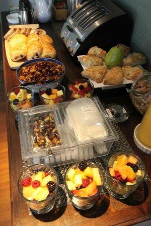 Regatta Inn: Breakfast