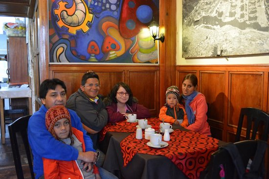The Last Inkas Tour Operator: En la foto Raúl Quispe su familia y lógicamente nosotros.