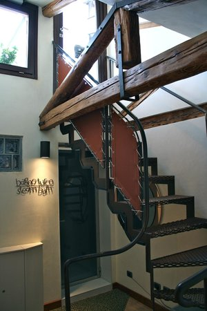 Ca' Pisani Hotel : Stairway to roof top patio