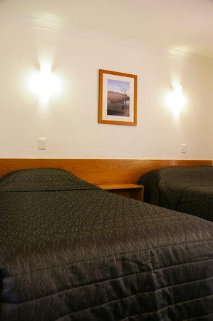 Flag Motor Lodge : Standard Room Bed Configuration