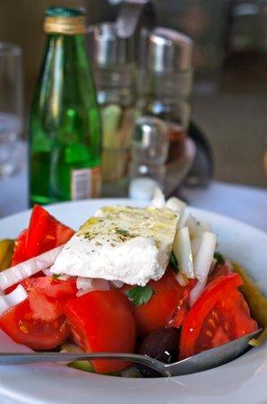 Paradosiako: Greek salad