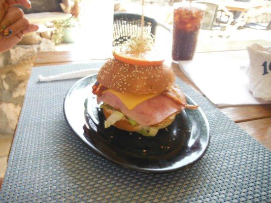 Reef and Beef Aruba: breakfast burger