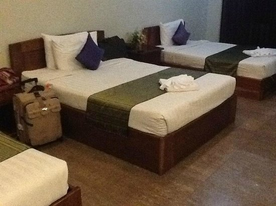 Angkor Spirit Palace: Initial bedroom (with 3 beds)