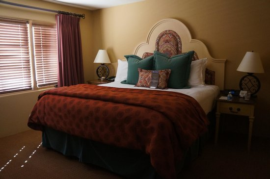Royal Palms Resort and Spa: Southwest-inspired bedroom