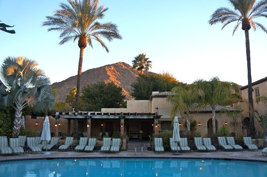 Royal Palms Resort and Spa: Pool with a view