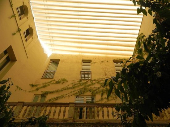 Petit Palace Santa Cruz : Atrium