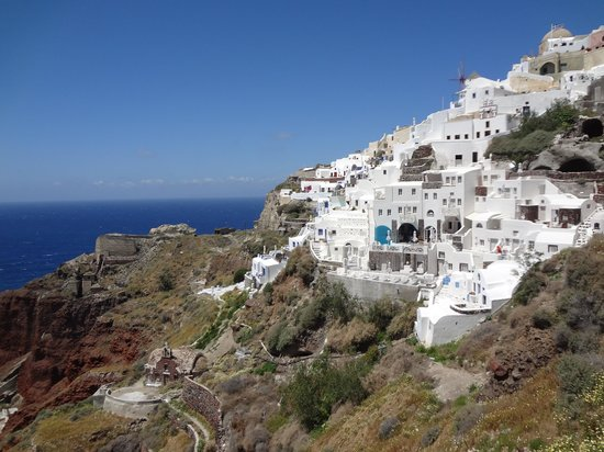 Oia Mare Villas: hotel from teh stairs to Amoudi