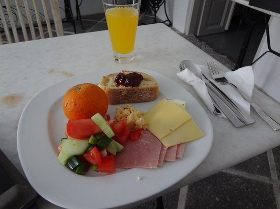 Oia Mare Villas: breakfast