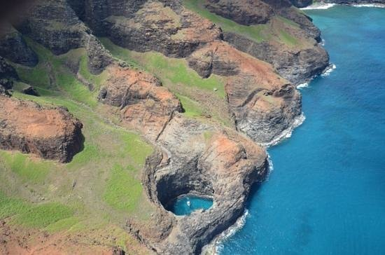 Jack Harter Helicopters - Tours : One of the many amazing shots of the Na Pali Coast
