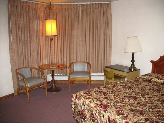 Stagecoach Motel : View of room set-up