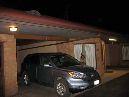 Stagecoach Motel : The car parked partially under the carport