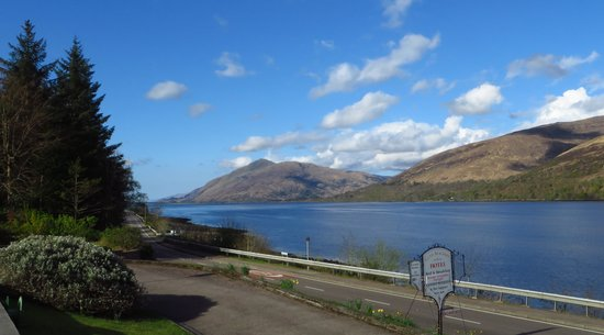 Clan Macduff Hotel: View of Loch Linnhe from the hotel