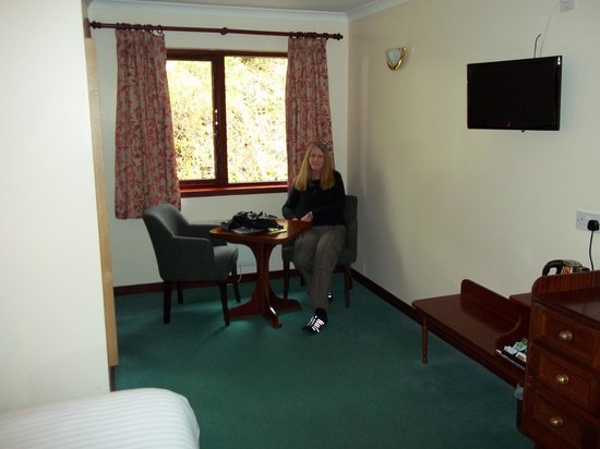 Clan Macduff Hotel: Our 1st floor room (2)