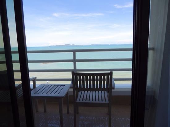 Pullman Pattaya Hotel G: Balcony view...