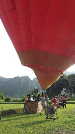Balloons Over Vang Vieng : Hot air balloon