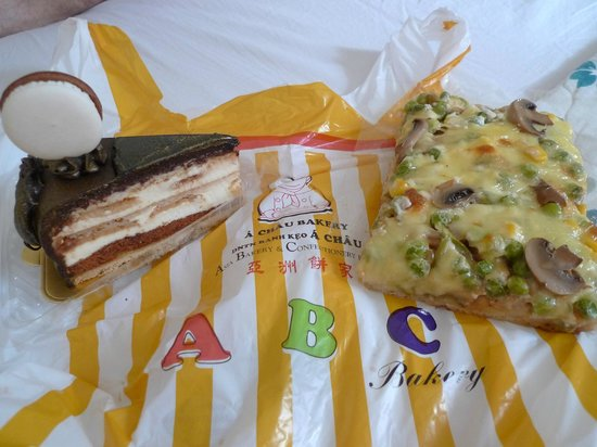 ABC Bakery & Cafe: Cake and pizza for lunch, yum!