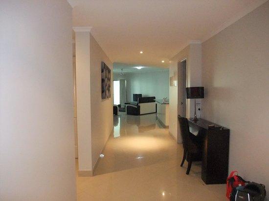 Argus Apartments Darwin: Hallway