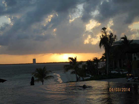 NIZUC Resort and Spa : Sunset