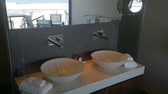The Ocean View Luxury Guest House: Bathroom