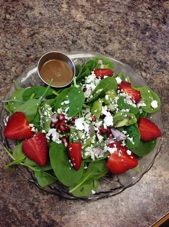 Lisa's Lakeside Bistro : Spinach strawberry salad with pomagranate!