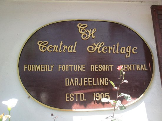 Central Heritage Resort and Spa, Darjeeling: Hotel Entrance