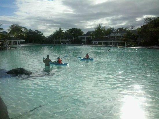 Plantation Bay Resort And Spa: kids kayaking
