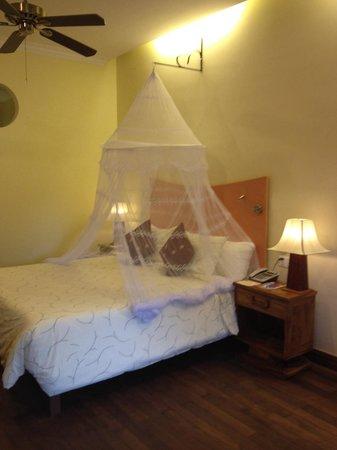 Pavillon d'Orient Boutique-Hotel: double bed