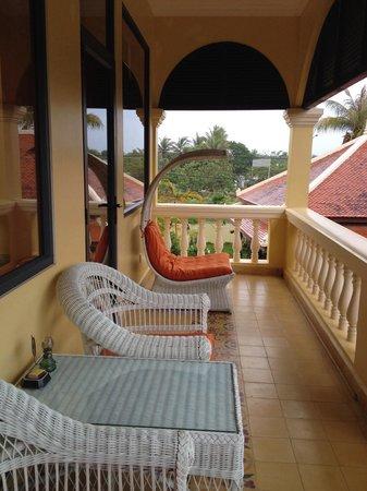 Pavillon d'Orient Boutique-Hotel: Beautiful corner balcony room #200