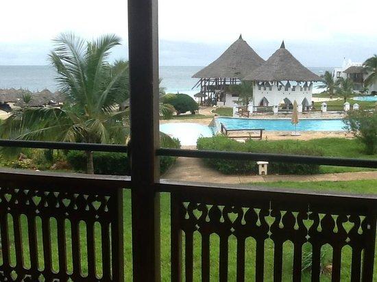 Royal Zanzibar Beach Resort: The pool bar and the sea behind it