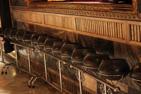 Temple du Bouddha Couché (Wat Pho) : coins for donation