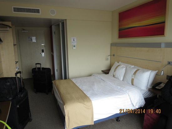 Holiday Inn Express Zürich Airport: double bed