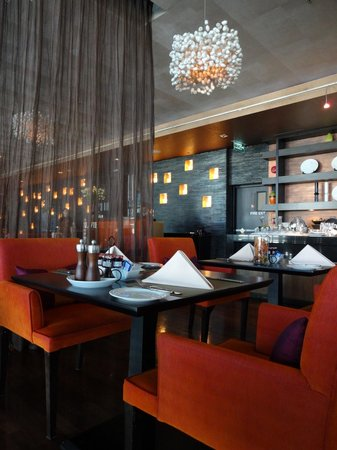 VIE Hotel Bangkok, MGallery by Sofitel : Vie dinig
