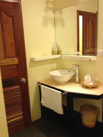 Pavillon d'Orient Boutique-Hotel: Bathroom sink